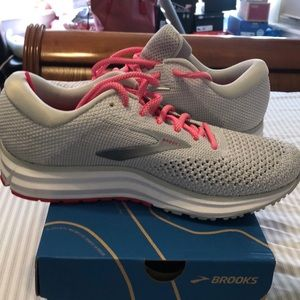 Brooks 81/2. In excellent condition